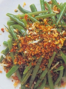 green-bean-salad-with-egg-topping