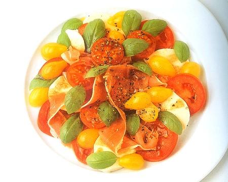 tomato, prosciutto and mozzarella salad with balsamic vinaigrette